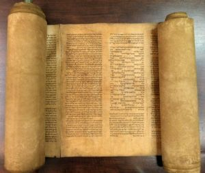 oldest-torah_67952_600x450